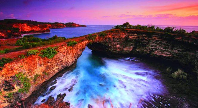 Eksotisnya Pantai Yang Rusak Di Pantai Pasih Uug