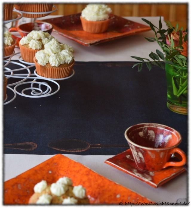 Pasta Alfredo - Tischdekoration orange mit Cupcakes
