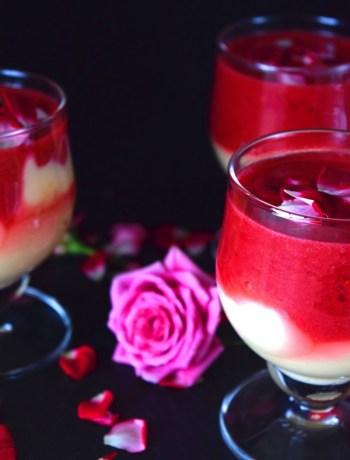 Vanillepudding mit Rosen-Himbeer-Sauce
