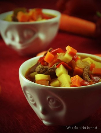 Kartoffeleintopf mit Paprika und Möhren