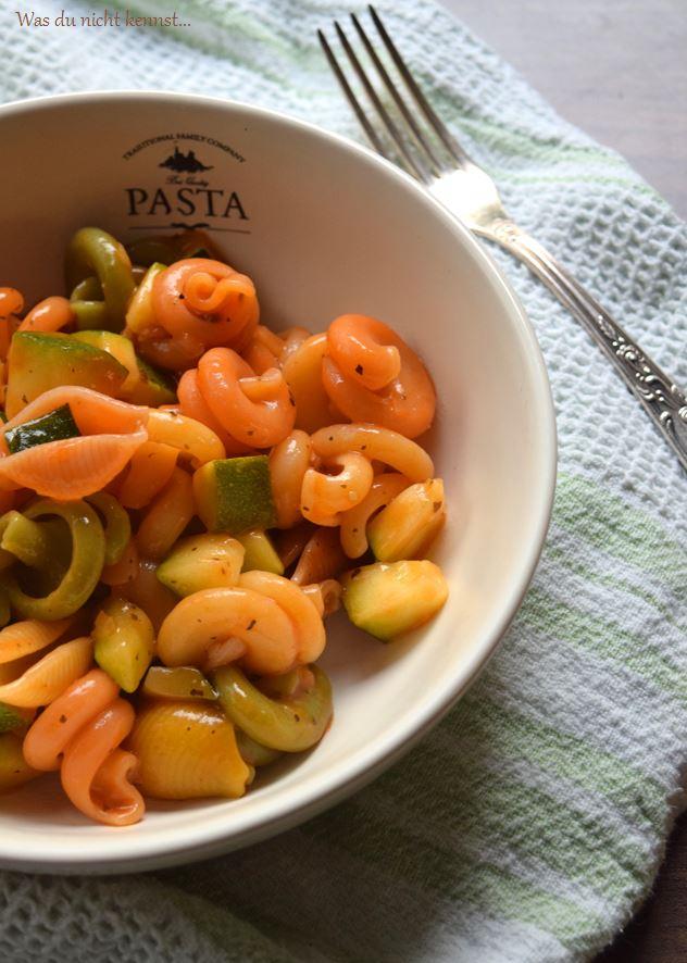 Schnelle Pasta mit Zucchini-Tomaten-Sauce