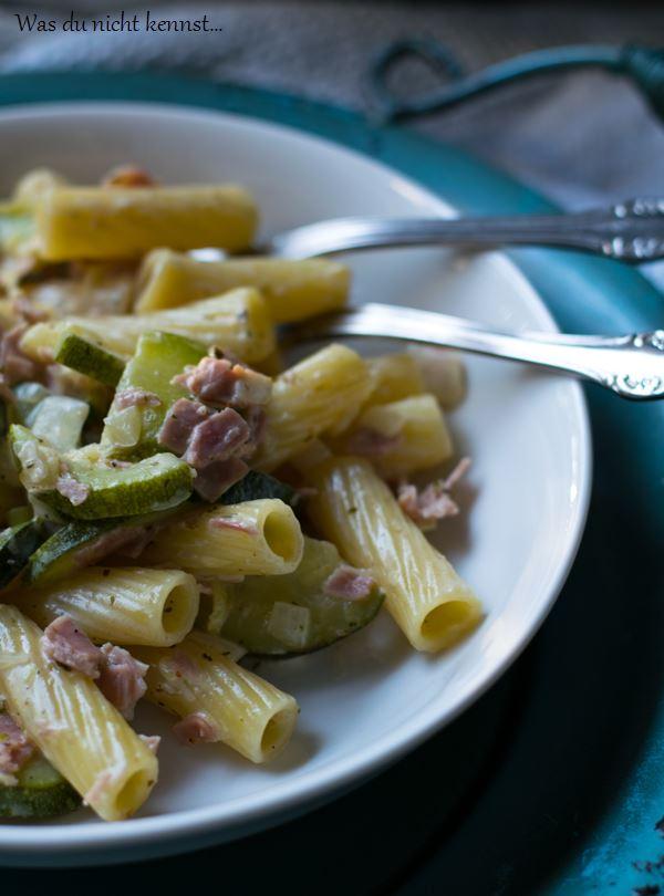 Zucchini-Pasta mit Frischkäse