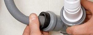 Kanalizasyondan tahliye hortumunu ayırın