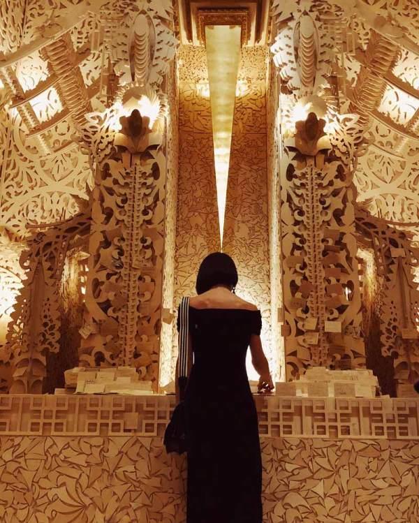 Guide ' Spectators Art Of Burning Man' In
