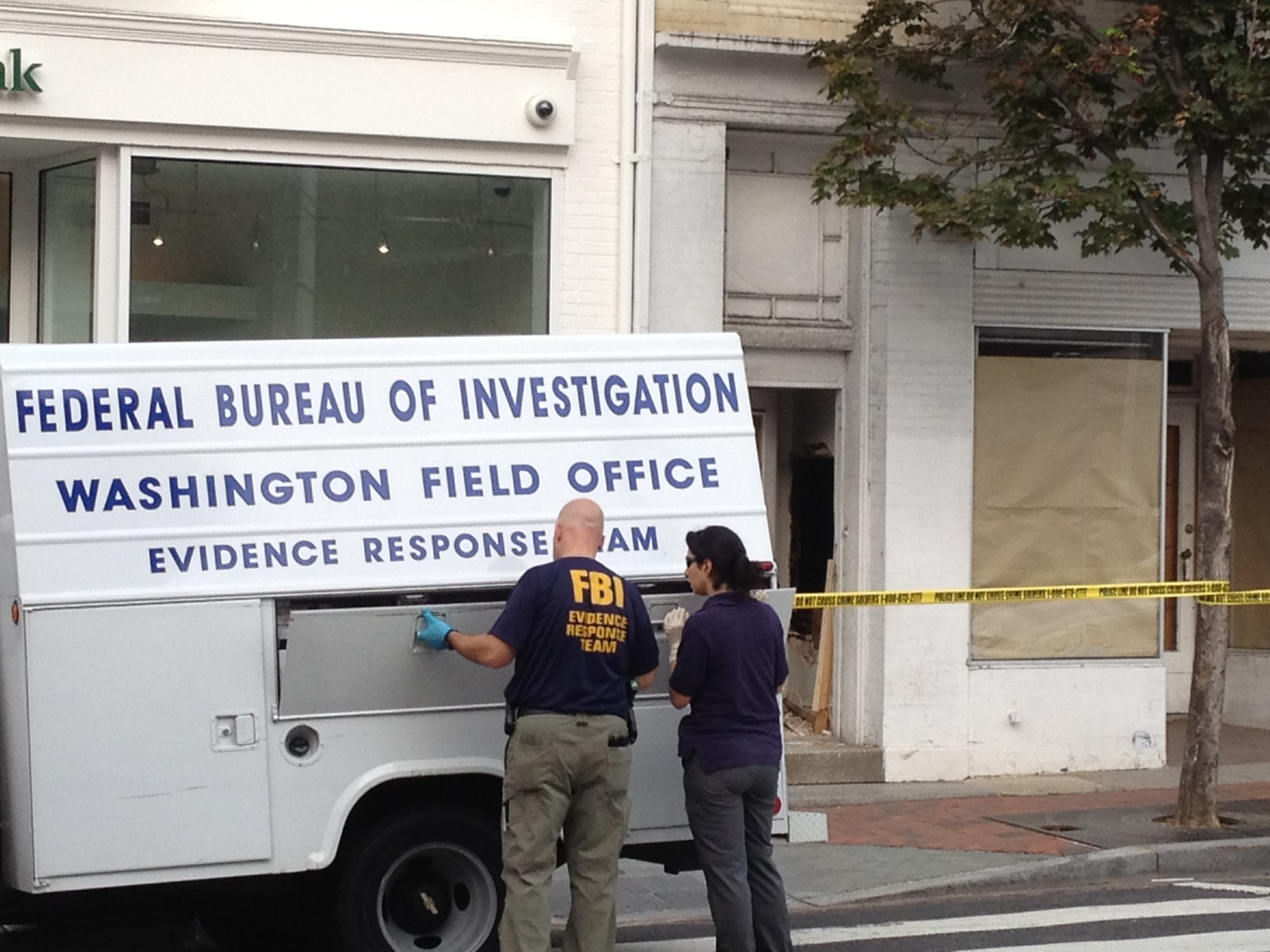 Hole In The Wall Bank Robbery Attempt Fails – CBS DC