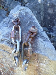 BAD: Rusted chain/washer anchor