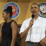 Obama visits service members in Hawaii on Christmas day