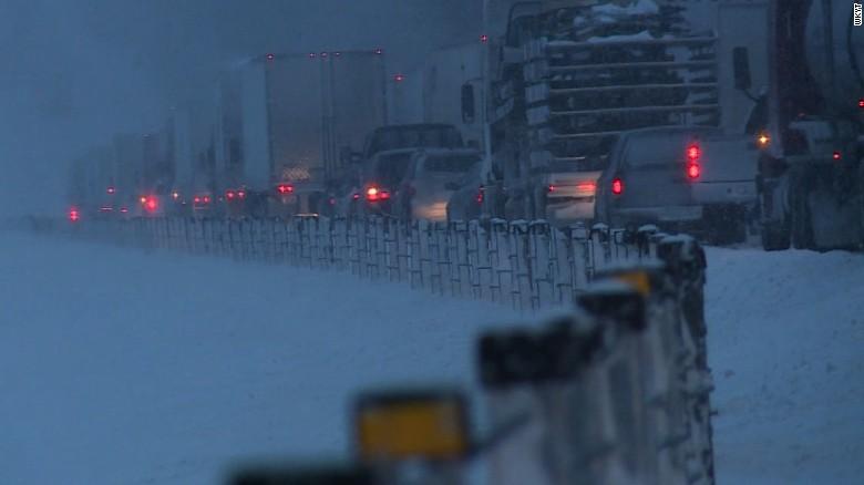 Major snowstorm blankets US East Coast