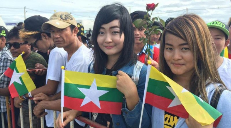 Myanmar migrants in Thailand greet Suu Kyi