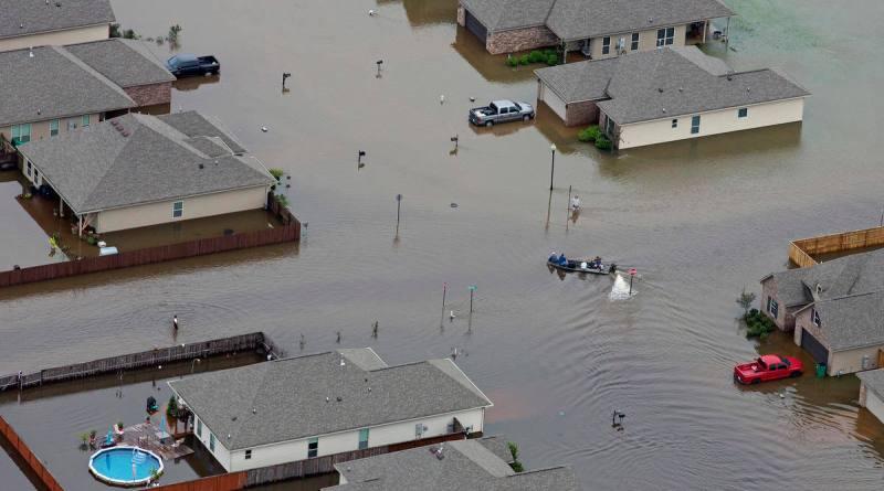 20,000 evacuated 5 dead in Louisiana flood (photo bostonherald.com)