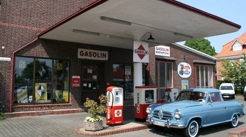 Money-Wasting Habits When Buying Gas (photo danoday.com)