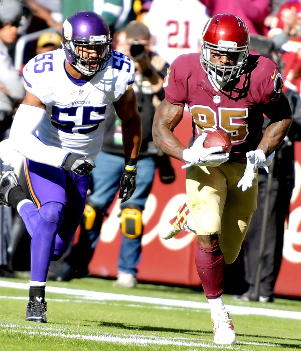 Washington Redskins tight end Vernon Davis outruns Minnesota Vikings linebacker Anthony Barr for a 38-yard touchdown reception in the second quarter of the Redskins' 26-20 win at FedEx Field in Landover, Maryland, on Sunday, Nov. 13. /Photo by John E. De Freitas
