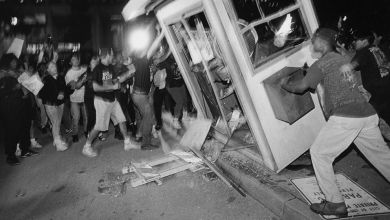 Los Angeles residents react to the verdicts in the 1992 Rodney King beating. (Courtesy of National Geographic)