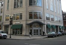 Fidelity Investments Branch on Boylston Street in Boston (Grk1011 via Wikimedia Commons)