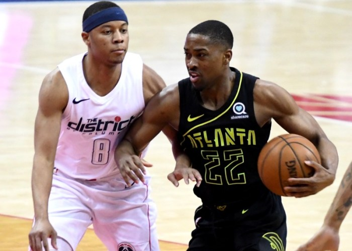 Washington Wizards guard Tim Frazier defends Atlanta Hawks guard Isaiah Taylor during the Hawks' 103-97 win at Capital One Arena in D.C. on April 6. (John De Freitas/The Washington Informer)