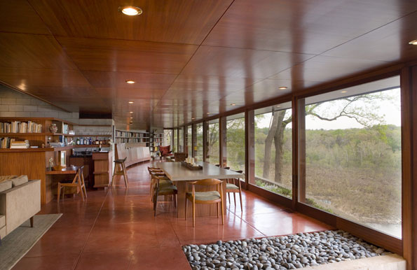 The half-moon space overlooking the Potomac includes glass curtain walls that Wright favored greatly over traditional siding.