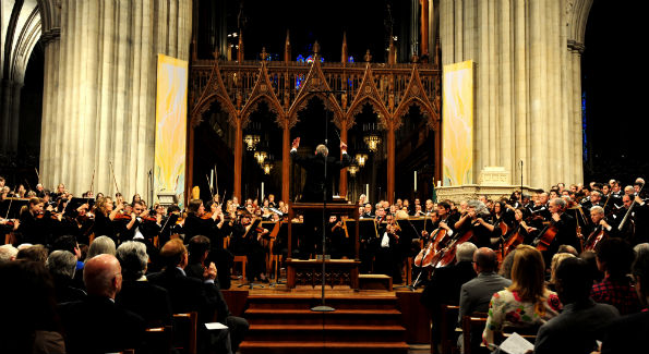Robert Shafer conducts the City Choir of Washington and the Shenandoah Conservatory Choir at Washington National Cathedral. (Photo by Russell Hirshorn)