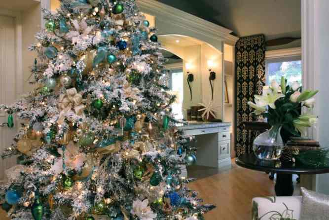 white flocked christmas tree decorating ideas - Flocked Christmas Tree Decorating Ideas