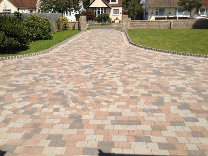 Driveway Paving Ideas Kingspave Cobble Paving Sycamore With Circle Accent