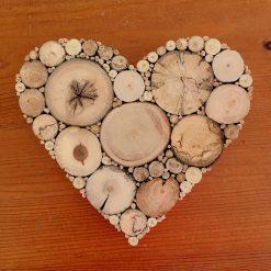 kleines Herz aus Holz