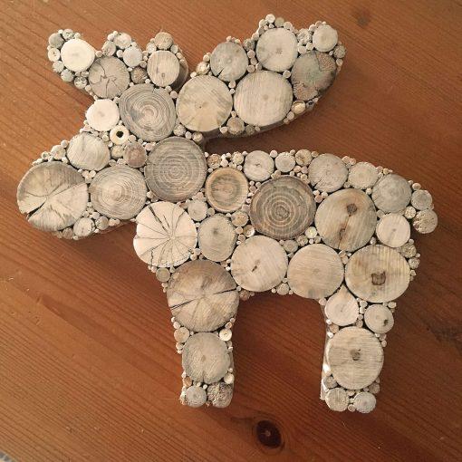Elch aus Holzscheiben