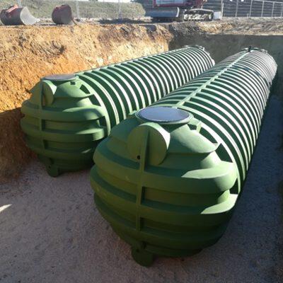 Kunststofftank-Erdtank-auf-Baustelle