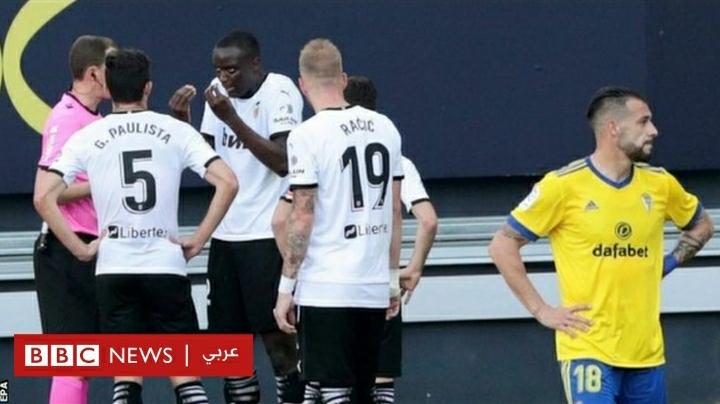 """الدوري الإسباني: فريق فالنسيا يغادر الملعب بعد """"توجيه إهانة عنصرية"""" لأحد لاعبيه"""