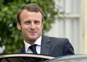 الرئيس الفرنسي يحل بنواكشوط لمناقشة الملف الأمني بمنطقة الساحل