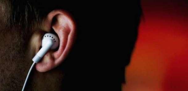 احترس.. سماعات الأذن تهدد حاسة السمع