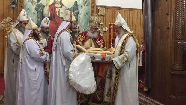 بالصور| أقباط سوهاج يحتفلون بعيد الميلاد المجيد وسط إجراءات أمنية