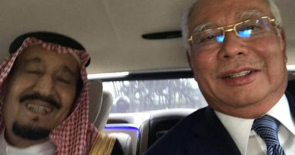 """""""صداقة قوية"""".. صورة سيلفي للملك سلمان ورئيس الوزراء الماليزي تشعل مواقع التواصل الاجتماعي"""