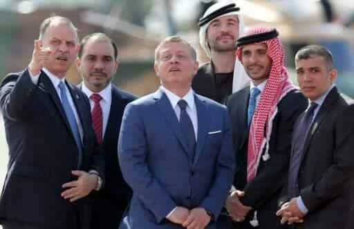 قبل أن تلتهم الثورات عروشهم.. هكذا يعد الزعماء العرب أبناءهم للحكم مبكرا