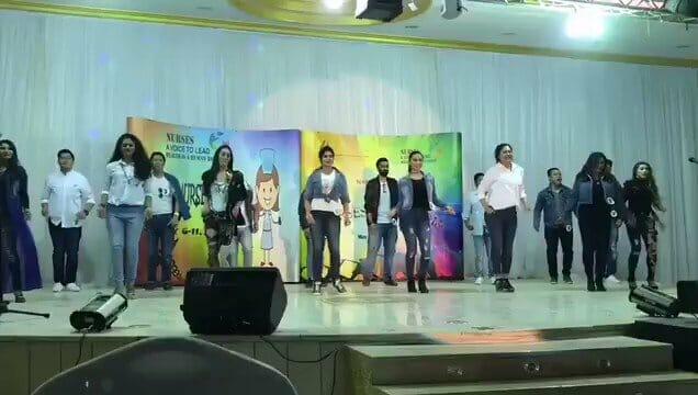 سعوديات بحفل غنائي