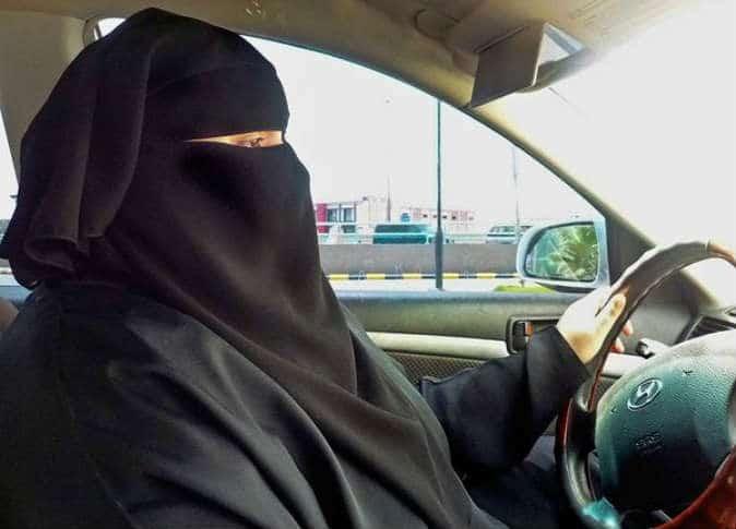 """""""المرأة السعودية تقود"""" وسم يرصد غرائب أول يوم قيادة للسعوديات لم تمض """"50"""" دقيقة حتى وقع أول حادث مروع!"""