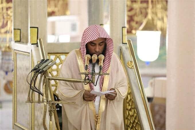 """""""شاهد"""" خطيب المسجد النبوي يبكي على حال السعودية وينفعل: لا تجاهروا بالمعاصي واتقوا غضب الجبار"""