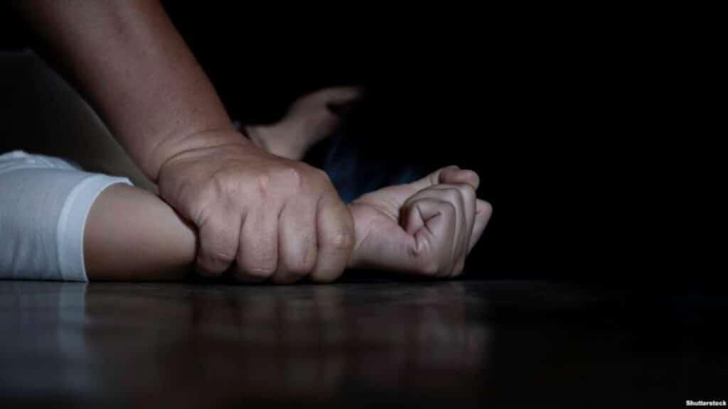 طفل جزائري ادّعى تعرضه للإغتصاب داخل مركز شرطة بعد اعتقاله خلال مسيرة للحراك
