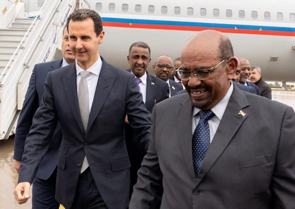 """كل شيء كان مخططا له بدءً من زيارة البشير.. الأسد باقٍ والسعودية ستلحق بعيال زايد و""""جزيرة الرتويت"""""""