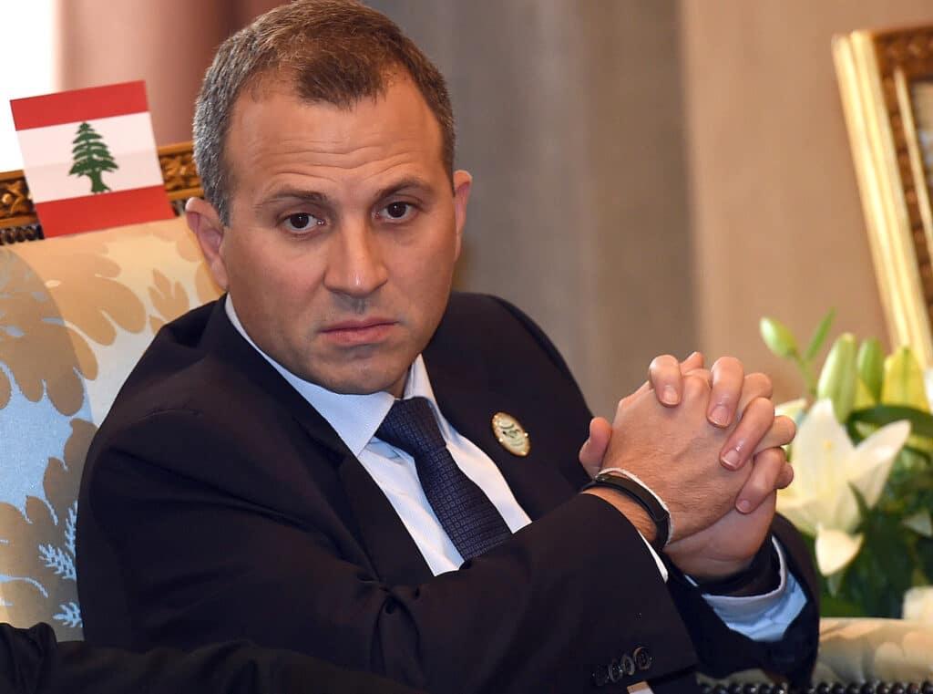 """""""شاهد"""" وزير الخارجية اللبناني يفجر موجة سخرية واسعة: على واشنطن ولندن أن تتعلّما من لبنان إدارة بلادهما!"""