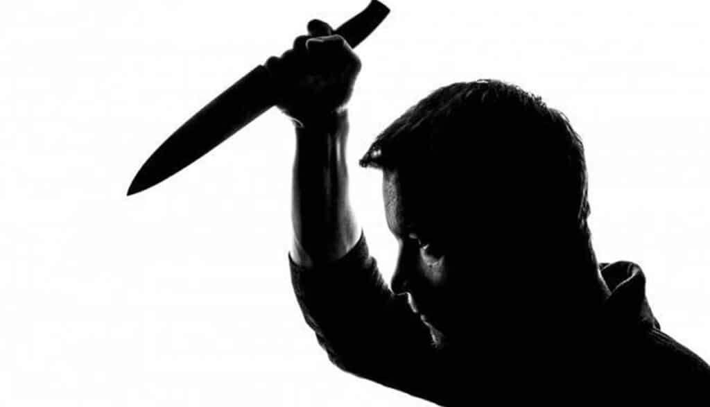 مصري يقتل شقيقه طعناً بعدما أخبرته زوجته بما فعله معها!!