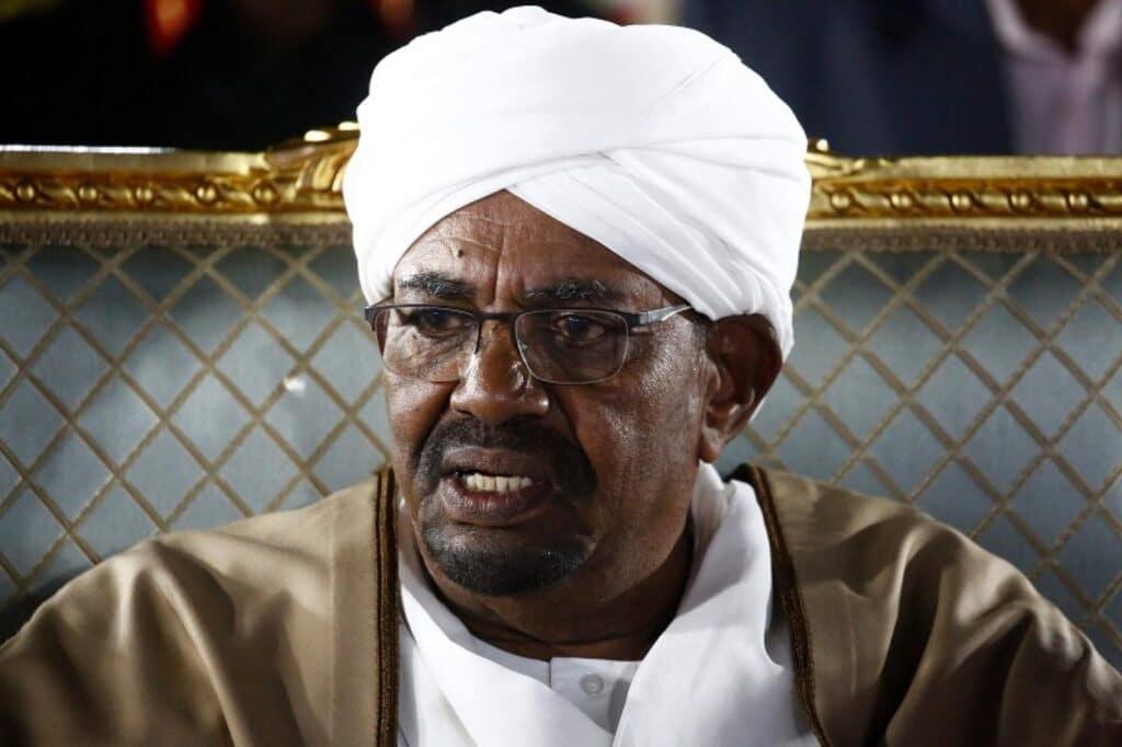 """ناشط سوري لـ السودانيين: ستندمون وتترحمون على أيام """"البشير"""" إن لم تُكملوا ثورتكم"""