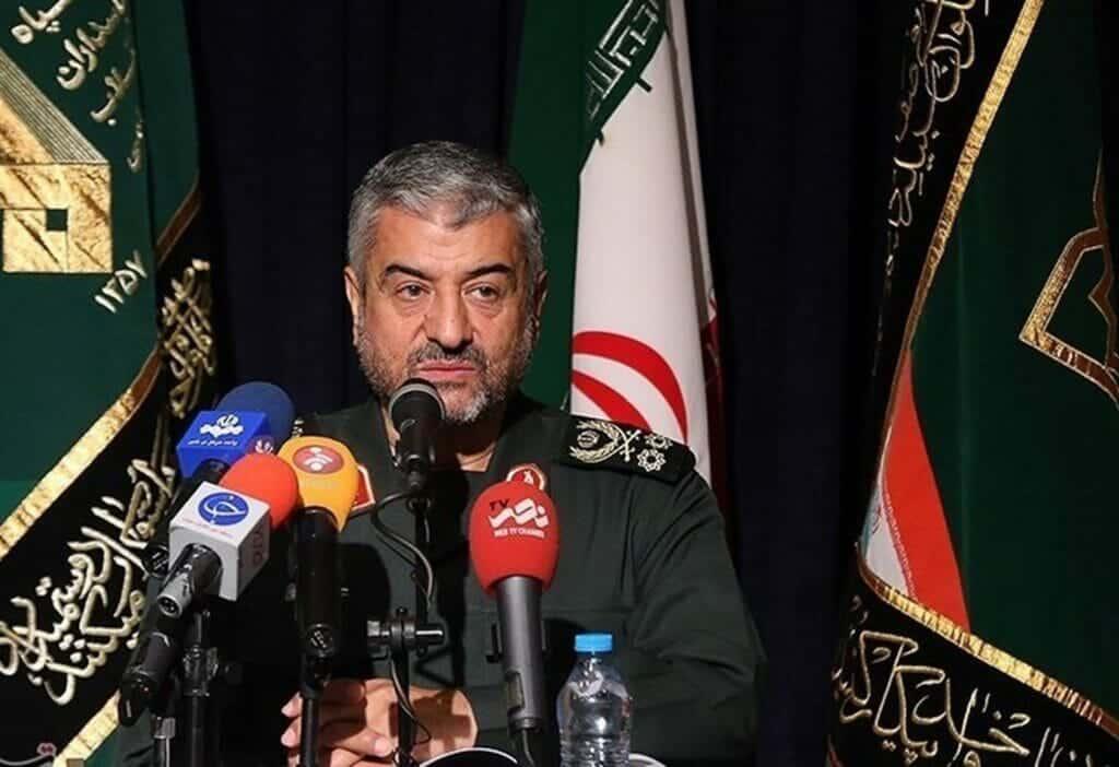 """قائد الحرس الثوري الايراني يجلط """"عيال زايد"""".. أطلق هذه التصريحات فوضعوا رؤوسهم بالتراب"""