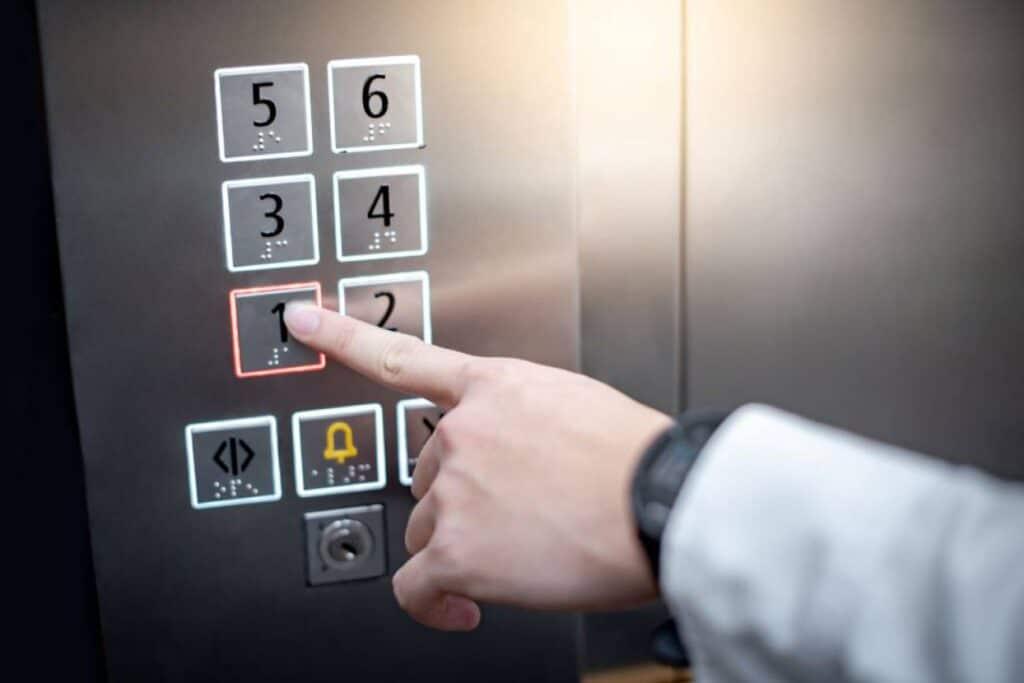 مصعد كهربائي