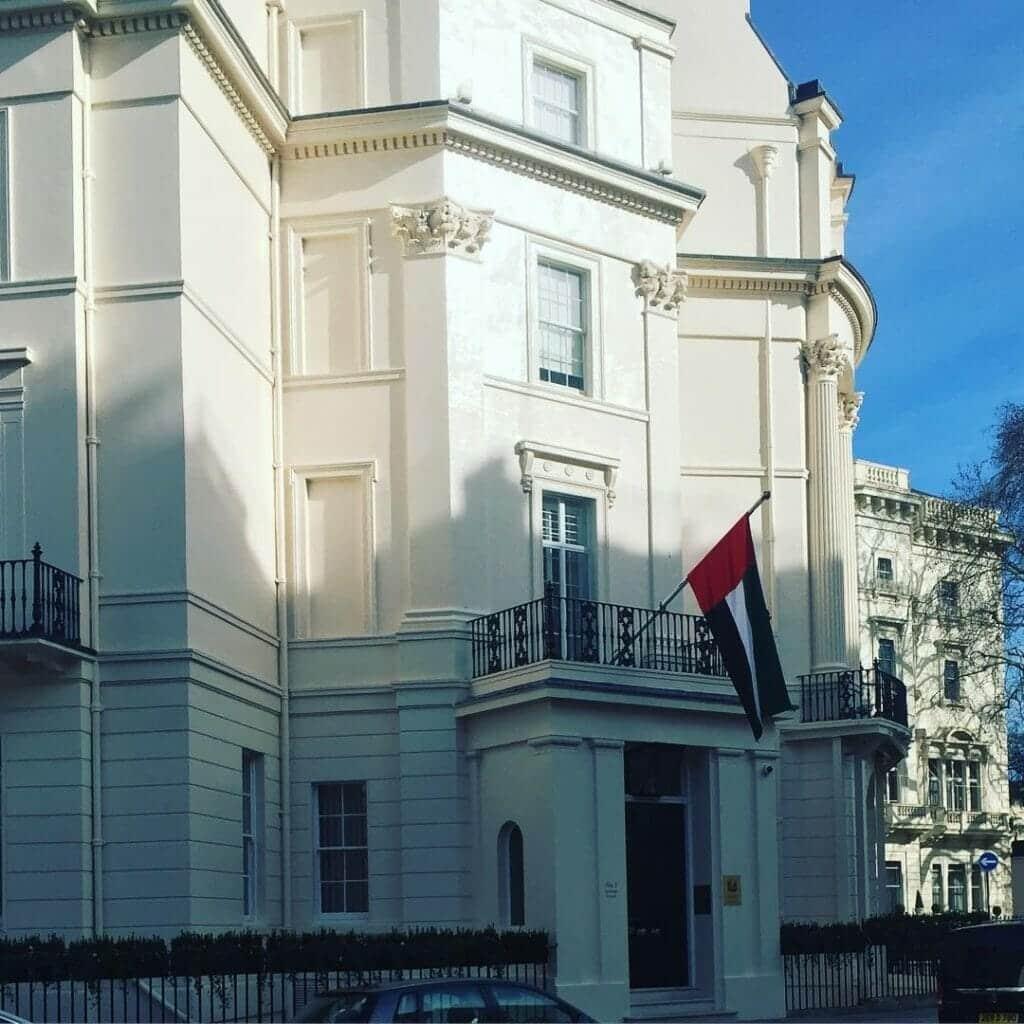 السفارة الإماراتية في لندن عن اعتقال بريطاني أيد منتخب قطر: هو ضرب نفسه