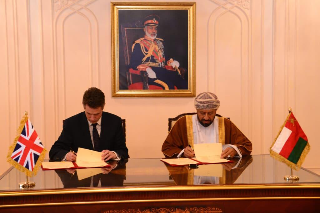 سلطنة عُمان وبريطانيا توقعان اتفاقية الدفاع المشترك.. هذه هي أهم أهدافها