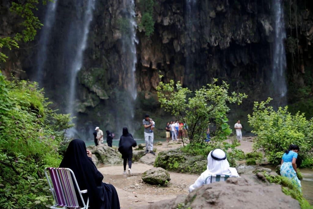 """""""وجهة سياحية فريدة تفوق كل التوقعات"""".. هذا ما قالته """"التليغراف"""" عن سلطنة عُمان وكرم مواطنيها"""