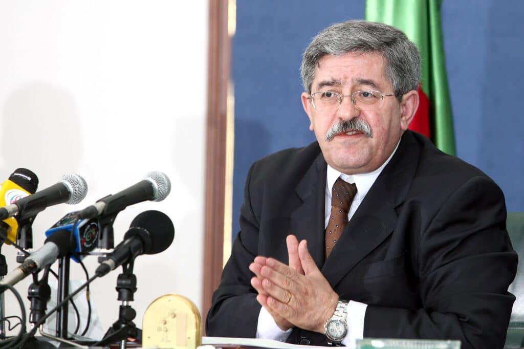 تضارب الانباء حول صحة رئيس الوزراء الجزائري.. صحافي يكشف عن تدهور حالته ونقله للمستشفى العسكري