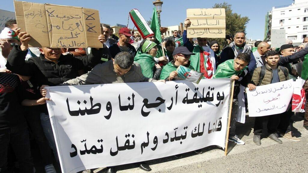 """كشفت """"الخدعة"""" وتحدثت عن انقلاب.. سياسية جزائرية تفاجئ الجميع وتحذر: لا تفرحوا بقرار بوتفليقة"""