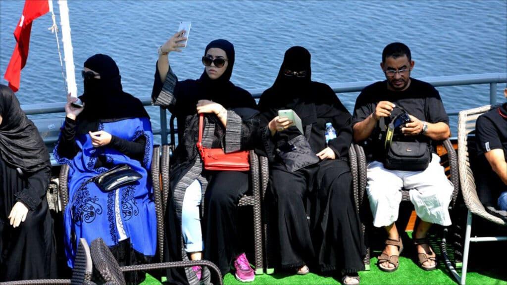 كاتب سعودي يدعو الخليجيين لمقاطعة السياحة في تركيا: يكرهوننا ويفجرون انفسهم هناك!