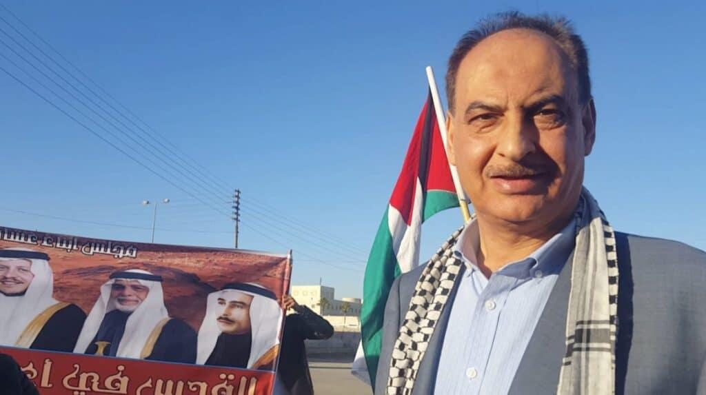 """هل تذكرون الطيار الأردني يوسف الدعجة """"عاشق فلسطين""""؟!.. هذا ما قدّمهُ لمصلى باب الرحمة وعلى نفقته الخاصة"""