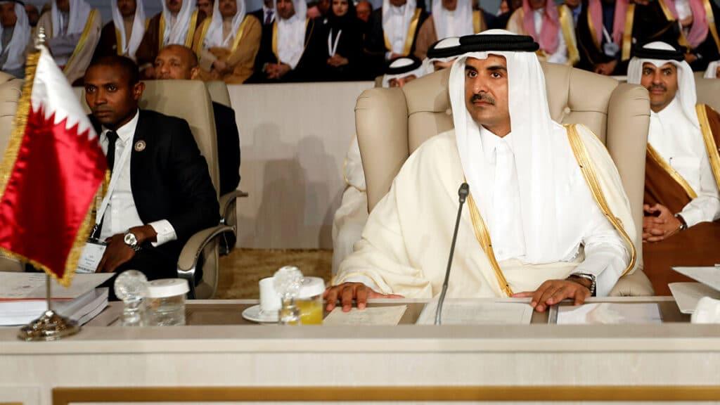 امير قطر في القمة العربية بتونس